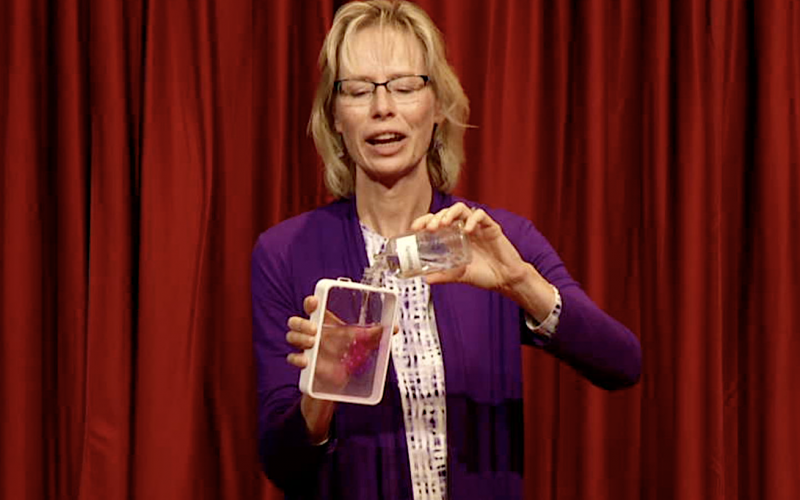 tina-chemistry-magic-pink-solution